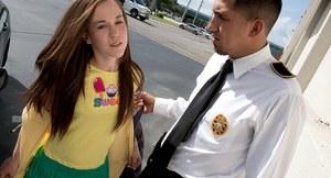 Похотливый полицейский раздел и выебал студентку в участке